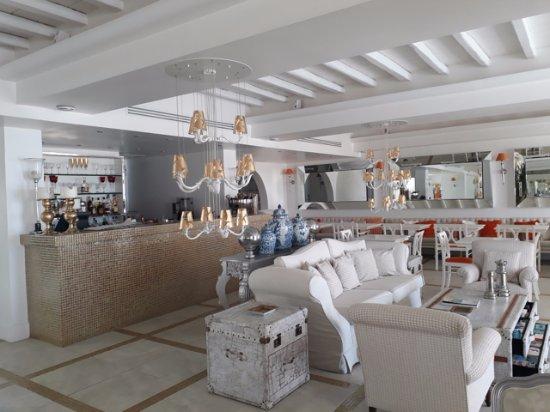 Kalafatis, Grecja: Bar area