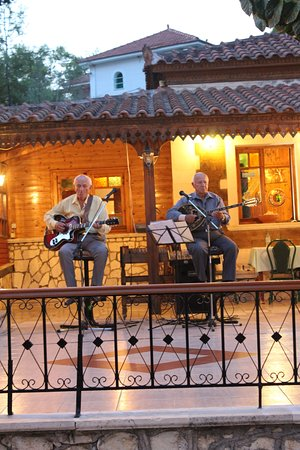 Sarakina: Musica tradizionale greca dal vivo