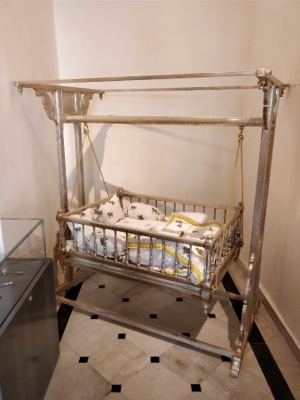 City Palace Government Museum: Lot of silver artefacts - baby's cradle, for one....