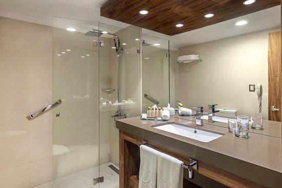 Regal Pacific Hotel: Baño Regal de Luxe