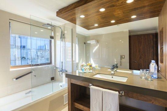 Regal Pacific Hotel: Baño Standard