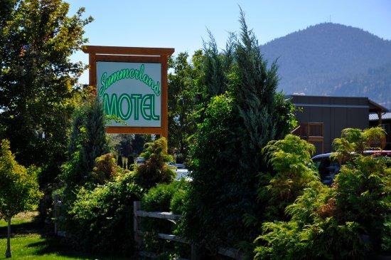 Summerland Motel: Motel from highway