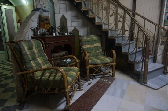 Karak, จอร์แดน: Zithoek tegenover balie