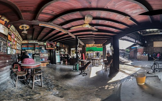 Ban Khlong Hok Wa, Thailand: A panoramic view of the coffee and soup eatery at the cor of the wooden bridge
