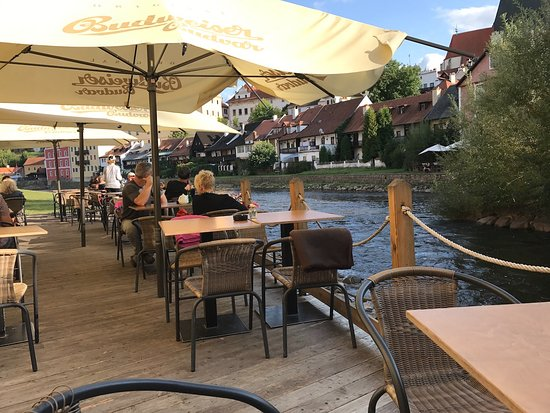 auf der terrasse picture of kafemlejnek cafe cesky krumlov tripadvisor. Black Bedroom Furniture Sets. Home Design Ideas