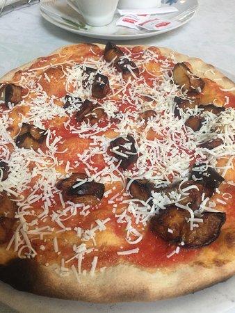 Ristorante Trattoria Romantica : Pizza Norma, aubergines, ricotta salata ....