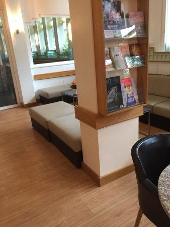 Hotel Welcome Inn : Lobby