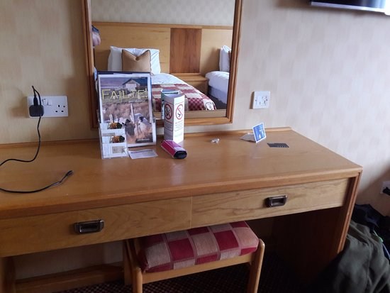 Cabarfeidh Hotel: dressing table