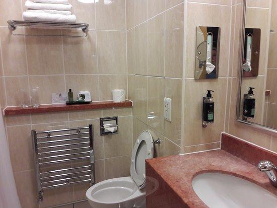 Cabarfeidh Hotel: bathroom