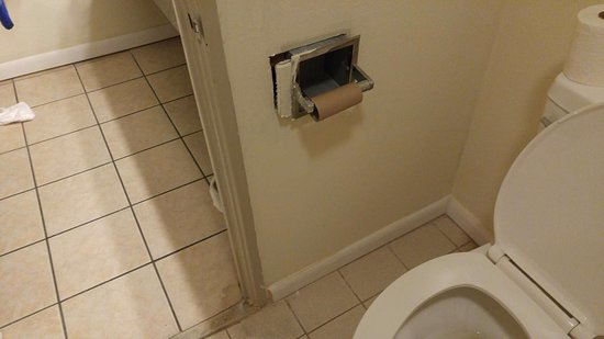 Pocomoke City, MD: Toilet paper holder falling out off the wall (and was empty when we came in)