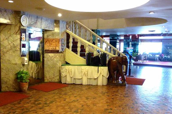 Khon Kaen Hotel : Noch ein letzter Blick auf die Treppe!