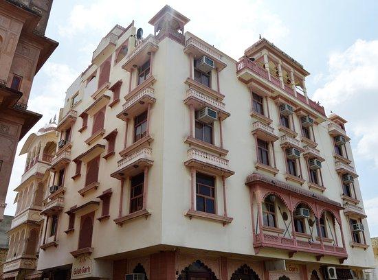 Hotel Gulab Garh (Pure Veg)