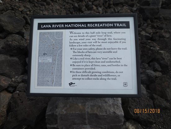McKenzie Pass-Santiam Pass loop: Sign at trailhead