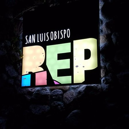 San Luis Obispo, Californië: SLO REP lights up the night with live theatre in downtown SLO!