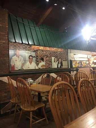 Bob & Tony's Pizza: Clean dining room, fast service and the pizza was pretty good too.