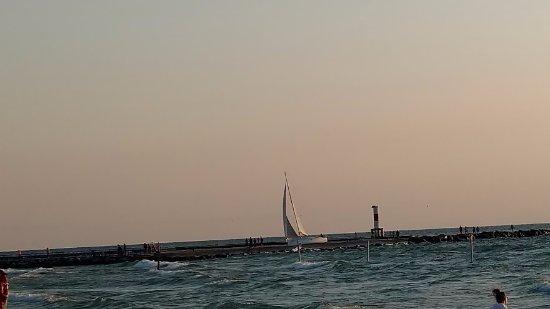 Saugatuck, MI: sailboat coming into cove