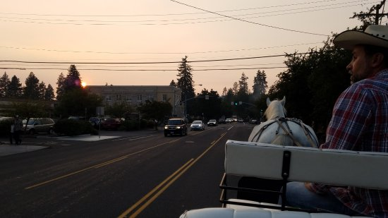 Cowboy Carriage: Downtown Bend at sunset