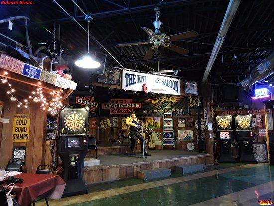 The Knuckle Saloon: Sala interna