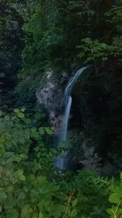 Lillafured, Ungern: la cascade dans le jardin