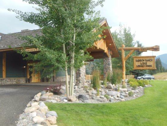 Gallatin Gateway, MT: Front of Main Lodge