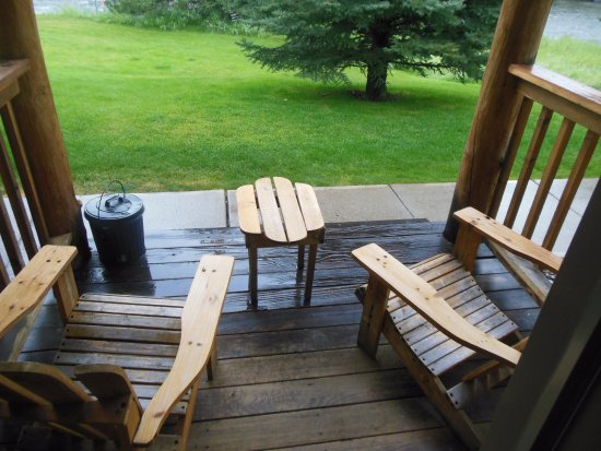 Gallatin Gateway, MT: Porch of Our Room