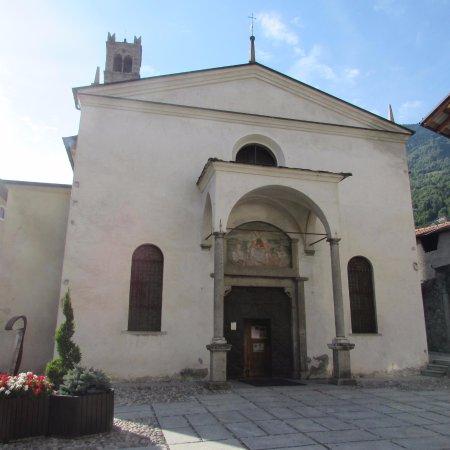 Edolo, Italia: facciata chiesa