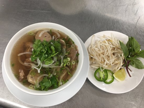 Newland, Carolina del Norte: Come try Nguyens pho soup!