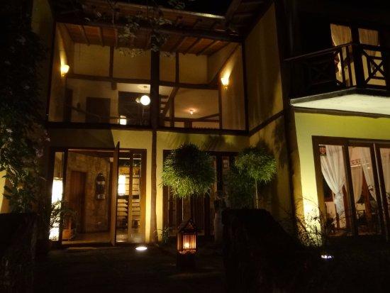 Shambhala Asian Day Spa : entrée la nuit