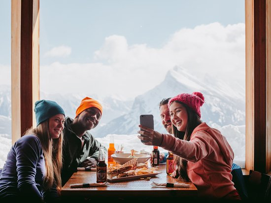 Alberta, Canadá: What is it about a day of skiing that makes apres-ski nachos taste so much better?