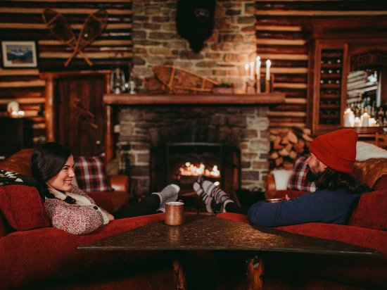 Pegunungan Rocky Kanada, Kanada: Best way to stay cozy and warm in winter? You can't beat the old-school fireplace.