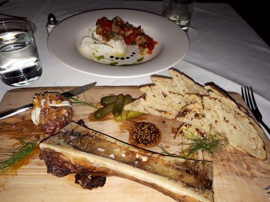 Paris, Canadá: Bone Marrow and Steak Tartare