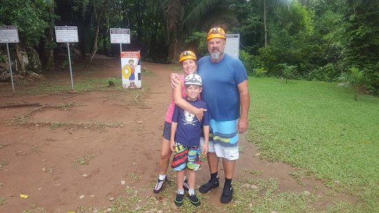 Kaatz Witz Maya Tours: Pre caving famly shot