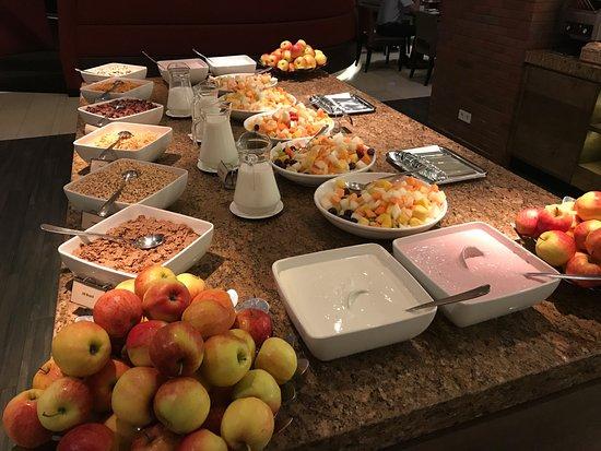 Hyatt Place Amsterdam Schiphol Airport: Free breakfast, very good!