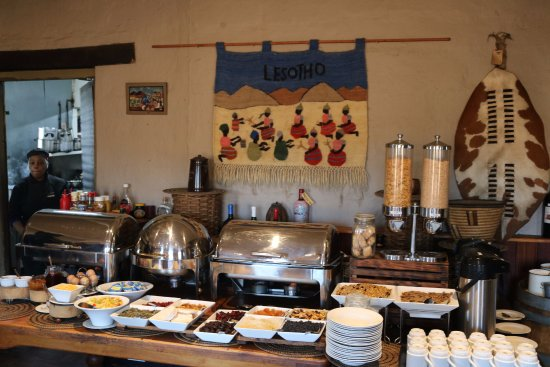 Sani Mountain Lodge: Excellent breakfast spread