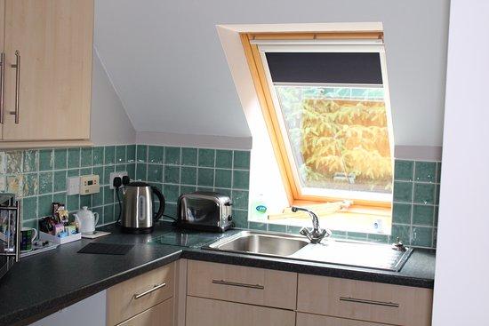 Invermoriston, UK: Kitchen area of self catering studio