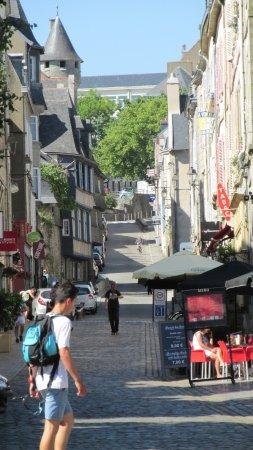 Cathedrale St-Corentin: Une rue du vieux quimper
