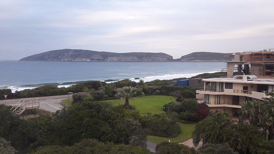 The Robberg Beach Lodge: View of the Robberg Nature Reserve and the Indian Ocean