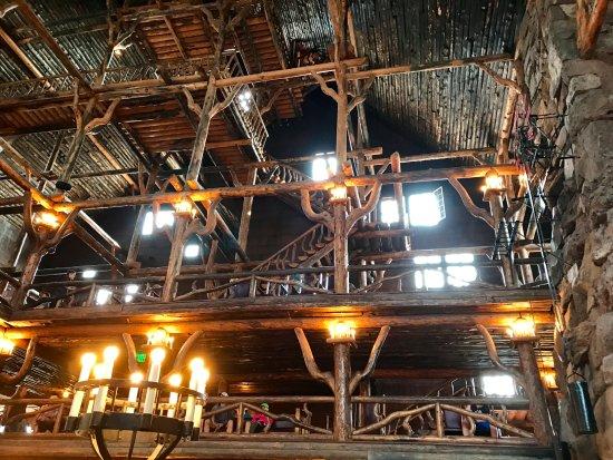 Old Faithful Inn Dining Room: The Old Faithful Lodge