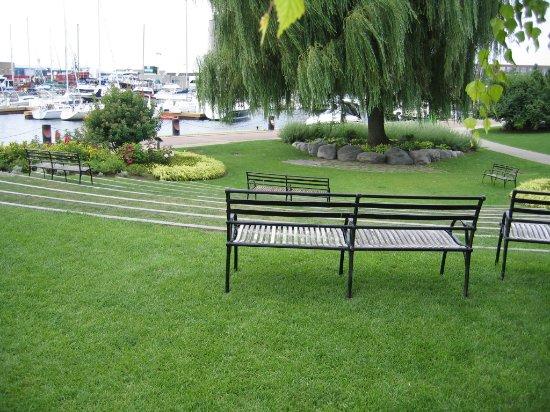 and Gigue garden - Picture of Toronto Music Garden, Toronto ...