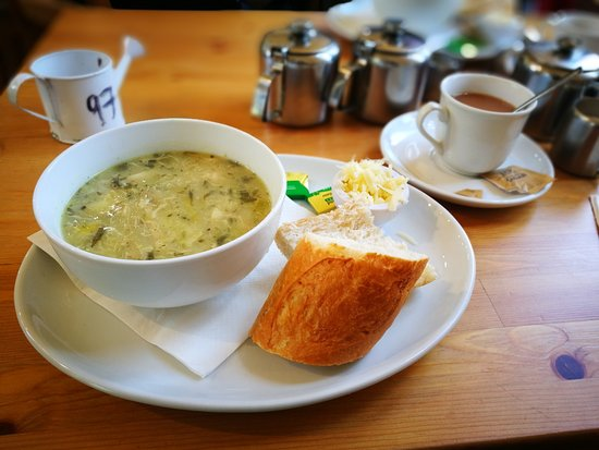 Eastcote, UK: Soup of the day and tea