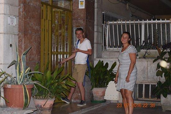 Guest House San Peter: Inngang til komplekset