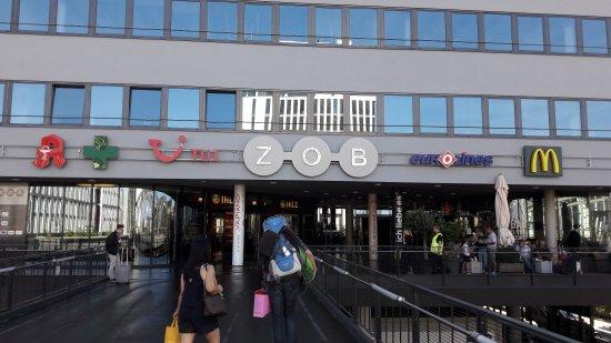 Am ferienstart chaos am flughafen münchen terminal zeitweise