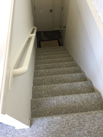Lummi Island, WA: stairs from the bedroom to the shower/toilet