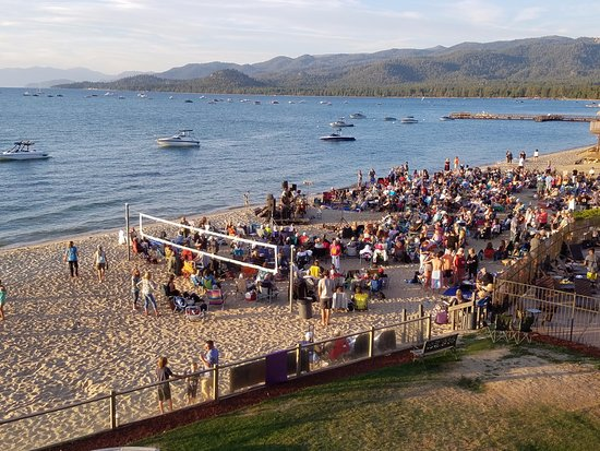 Tahoe Lakeshore Lodge and Spa: music on the beach in the summer