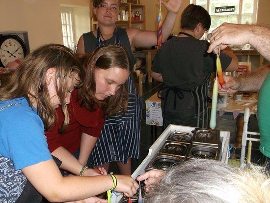 Dwyran, UK: Drop in candle making session