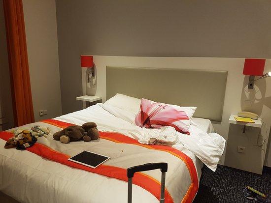 une chambre avec lit double picture of hotel amaryllis nice tripadvisor. Black Bedroom Furniture Sets. Home Design Ideas