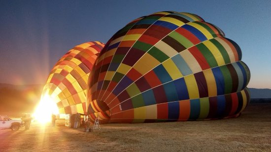 Bill Harrop's Original Balloon Safaris: Preparação do balão