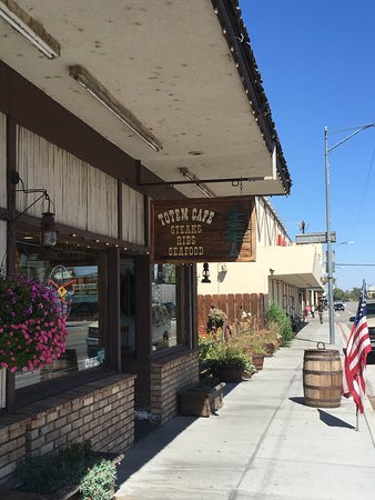 lone pine cafe Lone pine is a census designated place (cdp) in inyo county, california, united  states lone  the forum theater is a theater-cafe that hosts live music, theater , and films on the weekends the lone pine film festival has been held every.