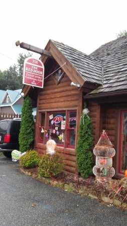 Banner Elk, Carolina del Norte: The Red Door Candy Store......Your Happy Place!!!