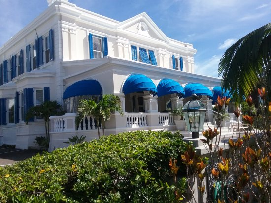 Rosedon Hotel: The grand main house on Pitts Bay Road